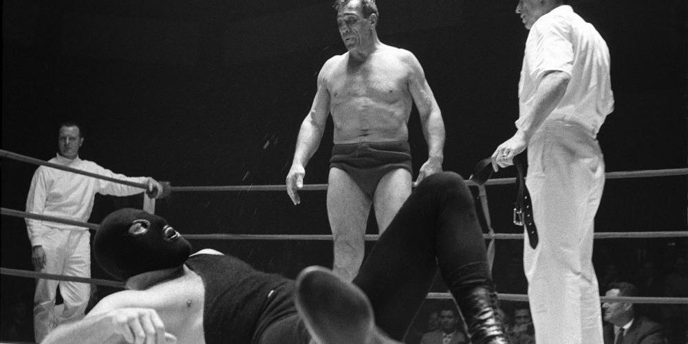 Evaristo Fusar, Primo Carnera abbatte l'uomo mascherato, Parigi 1960
