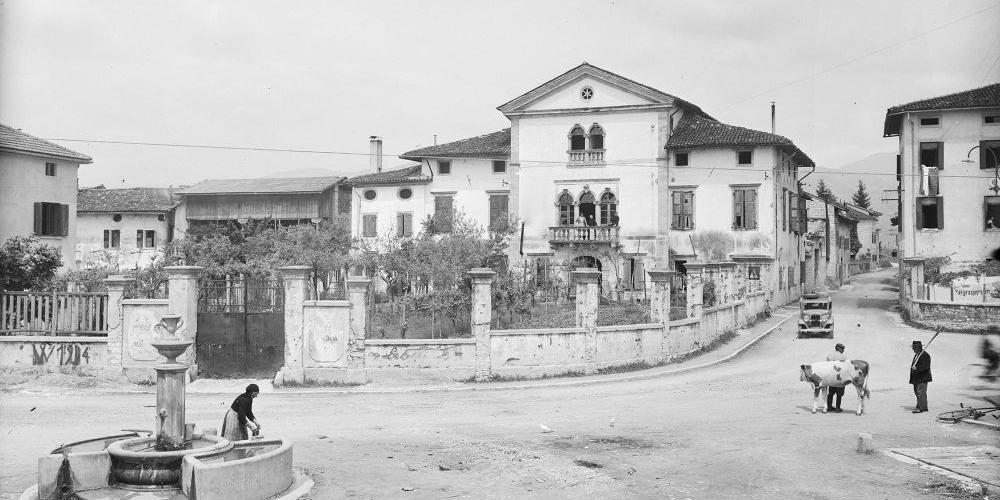 Dante Segale, piazza maggiore e Villa Savorgnan, Lestans, 1953