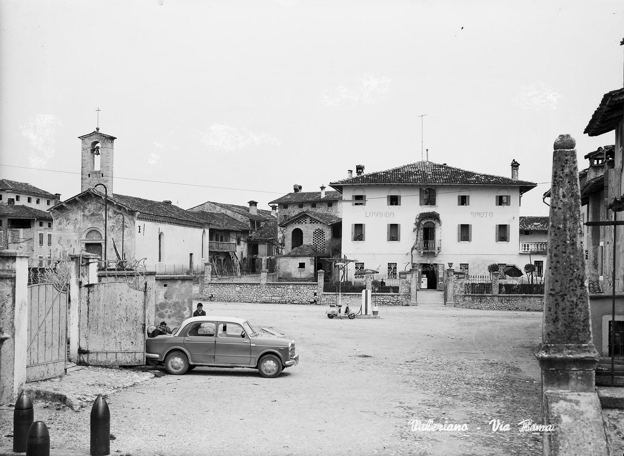 Aldo Segale, la piazza di Valeriano , 1962